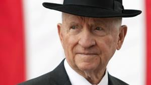 Ross Perot, the self-made billionaire and computer industry giant whose two runs for president as an outsider shook up American politics, died Tuesday at 89, his family said.(REUTERS)