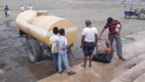 Drought in Maharashtra: Villagers dependent on mini-tankers for last rites