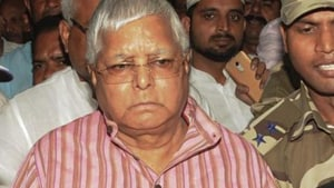 Delhi curtails security of Lalu, Rudy others