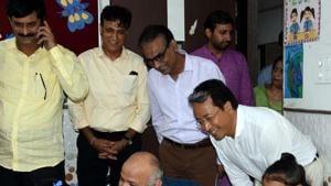 Delhi Deputy CM Manish Sisodia, Orissa Education Minister Samir Ranjan Das and Sonam Wangchuk from Ladakh visit Delhi Government School during happiness program in New Delhi on Monday.(ANI Photo)
