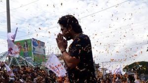 Allu Arjun greets fans as they welcome him in Kakinada.
