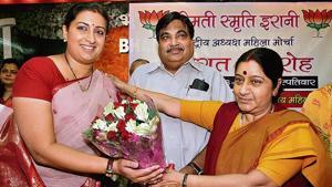 Senior BJP leader Sushma Swaraj welcomes newly appointed BJP Mahila Morcha chief Smriti Irani in 2010.(Sonu Mehta/HT archive)