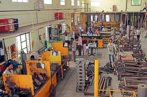 Since April, automakers have laid off 350,000 worker.(Hindustan Times Photo)