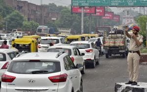 On an average, the department issues 400 challans to traffic violators everyday.(HT PHOTO)