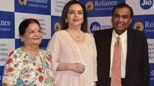 Mukesh Ambani with family ahead of 42nd Reliance AGM at Birla Matushri in Mumbai on Monday.(HT PHOTOS/Anshuman Poyrekar)