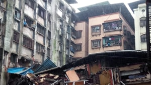 Residents living in the A Wing of Mahak apartments on Link Road in Ulhasnagar Camp 3 called the fire brigade when they found that all the doors were jammed. (Photo by Rishikesh Choudhary/ Hindustan Times)