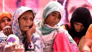 Anguri Begum, mother of Pehlu Khan sitting on Dharna demanding justice for Alwar victim, at Jatnar Mantar in New Delhi on Wednesday, April 19, 2017.(Sonu Mehta/HT PHOTO)