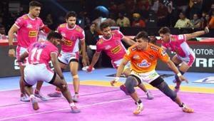 Jaipur Pink Panthers defeated Puneri Paltan in PKL 2019.(PKL)