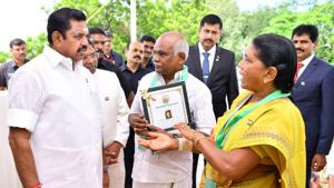 Tamil Nadu Chief Minister K. Palaniswami on Thursday presented special bravery award to an elderly couple from Tirunelveli district, who recently fought armed robbers with plastic chairs and slippers.(CMOTamil nadu/Twitter)