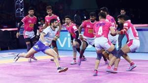 Jaipur Pink Panthers beat Tamil Thalaivas 28-26.(HT Photo)