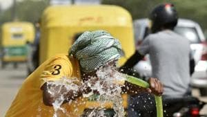 A man drinks from a water pipe along a highway on a hot summer day near Krishna Nagar metro station in New Delhi.(Biplov Bhuyan/HT PHOTO)