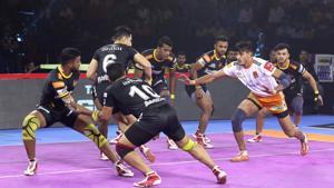 Puneri Paltans beat Telugu Titans 34-27.(Pro Kabaddi League)