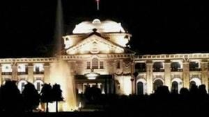 The Lucknow bench of the Allahabad high court on Friday asked the state government to explain why government bungalows were provided to political parties in Lucknow.(PTI File Photo)