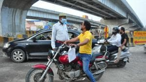Traffic police apprehend persons for traffic rules violations in Ghaziabad on Sunday.(Sakib Ali/HT File Photo)
