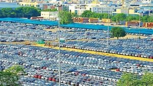 Cars, bikes and mopeds at present attract a peak GST rate of 28% with additional cess ranging from 1% to 22%, depending on the length, engine size and type of the vehicle.(HT image)