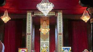 This pandal at Lokmanya Aali in Thane has not changed its traditional way of celebrations in 100 years. Started by freedom fighter Lokmanya Tilak, it is the oldest in the city.(Praful Gangurde/ht)