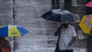 When very heavy rainfall brought Mumbai to a standstill, logged water in various areas did not recede for over four to five hours, leaving commuters to wade through one- to two-foot-deep water.(HT PHOTO)