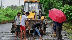 In the past few months, the residents' association of Kharghar wrote five letters to Cidco, requesting them to fix the potholes, but Cidco only gave false promises.(HT image)