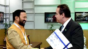 Executive Director of Green Climate Fund, Yannick Glemarec calling on the Union Minister for Environment, Forest & Climate Change and Information & Broadcasting, Prakash Javadekar, on the sidelines of the 14th Conference of Parties COP 14 United Nations Convention to Combat Desertification.(ANI Photo)