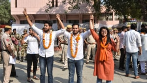 (L to R) ABVP candidates Pradeep Tanwar, Vice president , Akshit Dhaiya President and Shivangi Kharwal, Joint Secretary posing for photographs after winning the DUSU elections at Police lines Kingsway Camp. (Sanchit Khanna/ HT Photo)