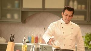 Bigg Boss 13: Salman Khan turns chef to add some 'tedha tadka', prepares khicdi and raita