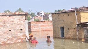Ganga water has entered the Maruti Nagar and Patel Nagar areas of Varanasi, Uttar Pradesh.(HT Photo)