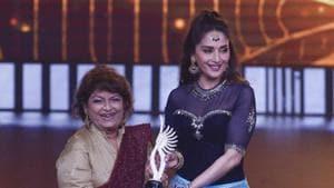 Bollywood actress Madhuri Dixit, right, presents a special award to Indian choreographer Saroj Khan.(AP)