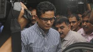 Former Police Commissioner of Kolkata Rajeev Kumar at the CBI office in Saltlake during an earlier interrogation.(HT PHOTO.)