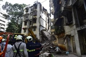 A portion of a five-storey building in Mumbai's Khar West collapsed on Tuesday.(Satyabrat Tripathi)