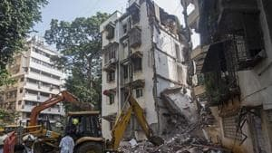 A portion of a five storey building collapsed in Khar (W), in Mumbai, on Tuesday, September 24, 2019.(Satyabrata Tripathy/HT Photo)