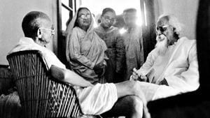 Mahatma Gandhi and Rabindranath Tagore in Santiniketan in February 1940.(National Gandhi Museum)