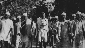 At 6.30 am, on March 12, 1930 MK Gandhi, accompanied by co-marchers, left the Sabarmati ashram for Dandi, a coastal village in Gujarat.(HT Photo)