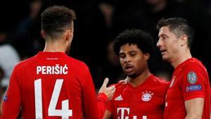 Bayern Munich's Serge Gnabry celebrates scoring their fifth goal with teammates Ivan Perisic and Robert Lewandowski.(Action Images via Reuters)