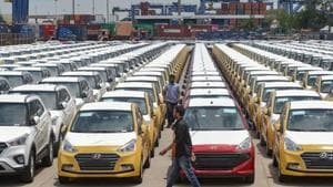 Auto sector cuts losses, as govt schemes, discounts attract buyers