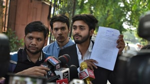 A notice put out by the SC registry said that the court had taken suo motu cognisance of a letter, dated October 6 and written by law students, and set up a special bench to hear the matter on Monday at 10am.(Burhaan Kinu/ Hindustan Times)