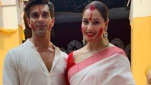 Bipasha Basu poses with husband Karan Singh Grover after her first sindoor khela.(Instagram)