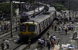 The train services on harbour line of Central Railway were disrupted for half an hour on Wednesday morning.(Kunal Patil/HT File Photo)