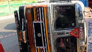 One dead, 10 injured after truck falls into river in Bengal