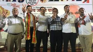 Members of the Pimpri Chinchwad Housing Socities federation with BJP leaders after a meeting regarding the action plan to solve water and other issues.(hT PHOTO)