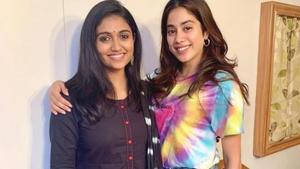 Janhvi Kapoor poses with Marathi star Rinku Rajguru.(Instagram)