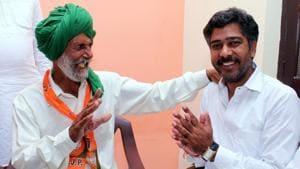BJP candidate Aditya Devi Lal during his campaign at Masitan village in Dabwali .(Sanjeev Kumar/HT Photo)