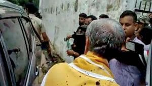 Union Minister of State for Health Ashwini Choubey (back to camera) after a man threw ink on him while he was visiting Patna Medical College and Hospital in Patna on Tuesday.(PTI)
