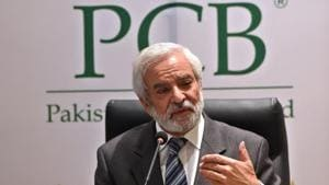 Newly appointed Pakistan Cricket Board Chairman and Former ICC president Ehsan Mani addresses a press conference.(AFP)