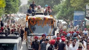 Punjab Chief Minister Capt Amarinder Singh with Congress candidate Balwinder Singh Dhaliwal (R) during a road show ahead of bypoll elections in Phagwara, Punjab.(Photo by Pardeep Pandit/Hindustan Times)