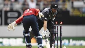 England keeper Sam Billings runs out New Zealand's Ross Taylor(AP)
