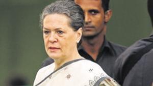 Congress leaders met the party's interim president Sonia Gandhi.(HT Photo)
