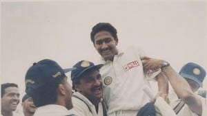 Anil Kumble being chanted by team mates after a Ten Wicket bowling spell against Pakistan in the Capital -(HT Photo by HC Tiwari.)