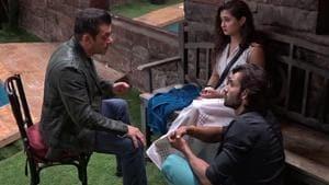 Bigg Boss 13: Salman Khan talking to Rashami Desai and Arhaan Khan in the house.