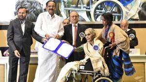 Vice President M.Venkaiah Naidu presenting Best Supporting Actress award for Badhaai Ho to Surekha Sikri during the 66th National Film Awards.(Sonu Mehta/HT PHOTO)