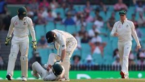 New Zealand's captain Tom Latham (C) consoles Australia's Matthew Wade.(AFP)